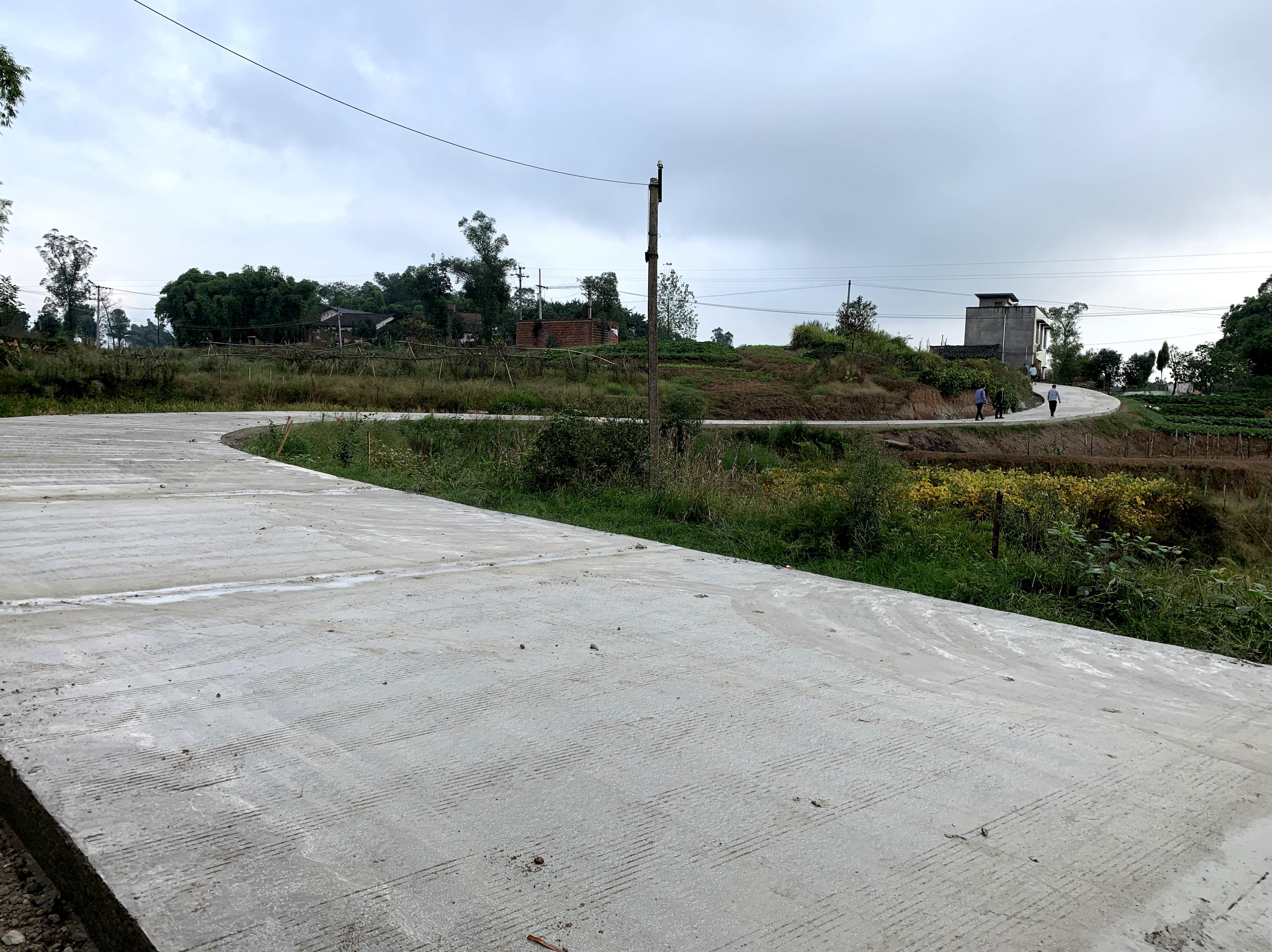 """重庆永川:让通组公路成为群众脱贫的""""加速器"""""""